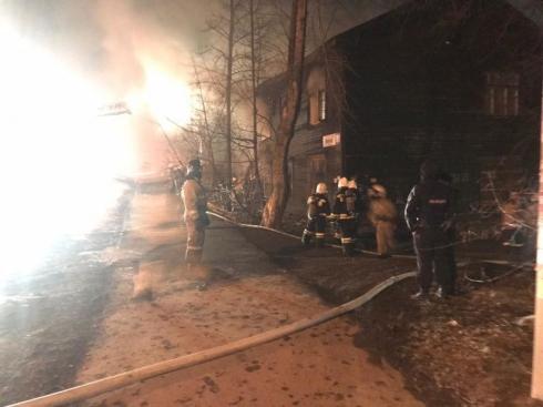 В Екатеринбурге погибли 7 человек при пожаре в деревянном доме