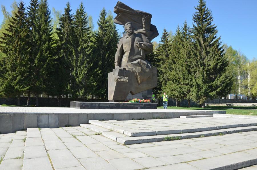 Председатель гордумы Екатеринбурга и депутаты почтили память героев Великой Отечественной войны