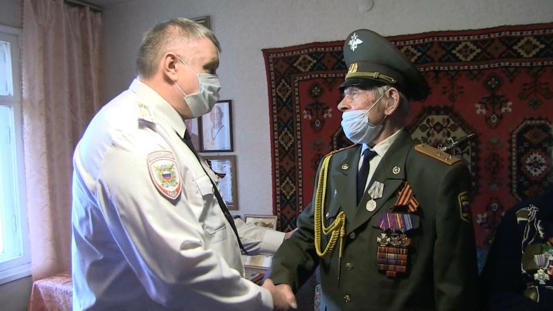 Начальник УМВД России по Екатеринбургу посетил участников Великой Отечественной войны