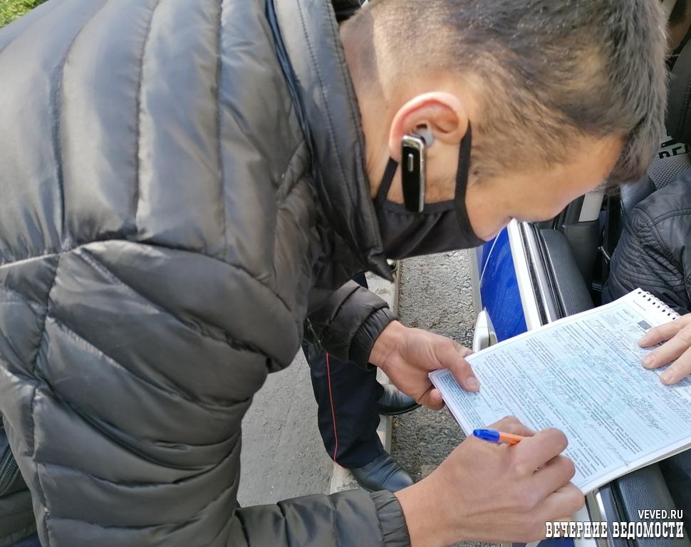 Инспекторы ГИБДД под видом пассажиров проверили маршрутки в Екатеринбурге (ФОТО)