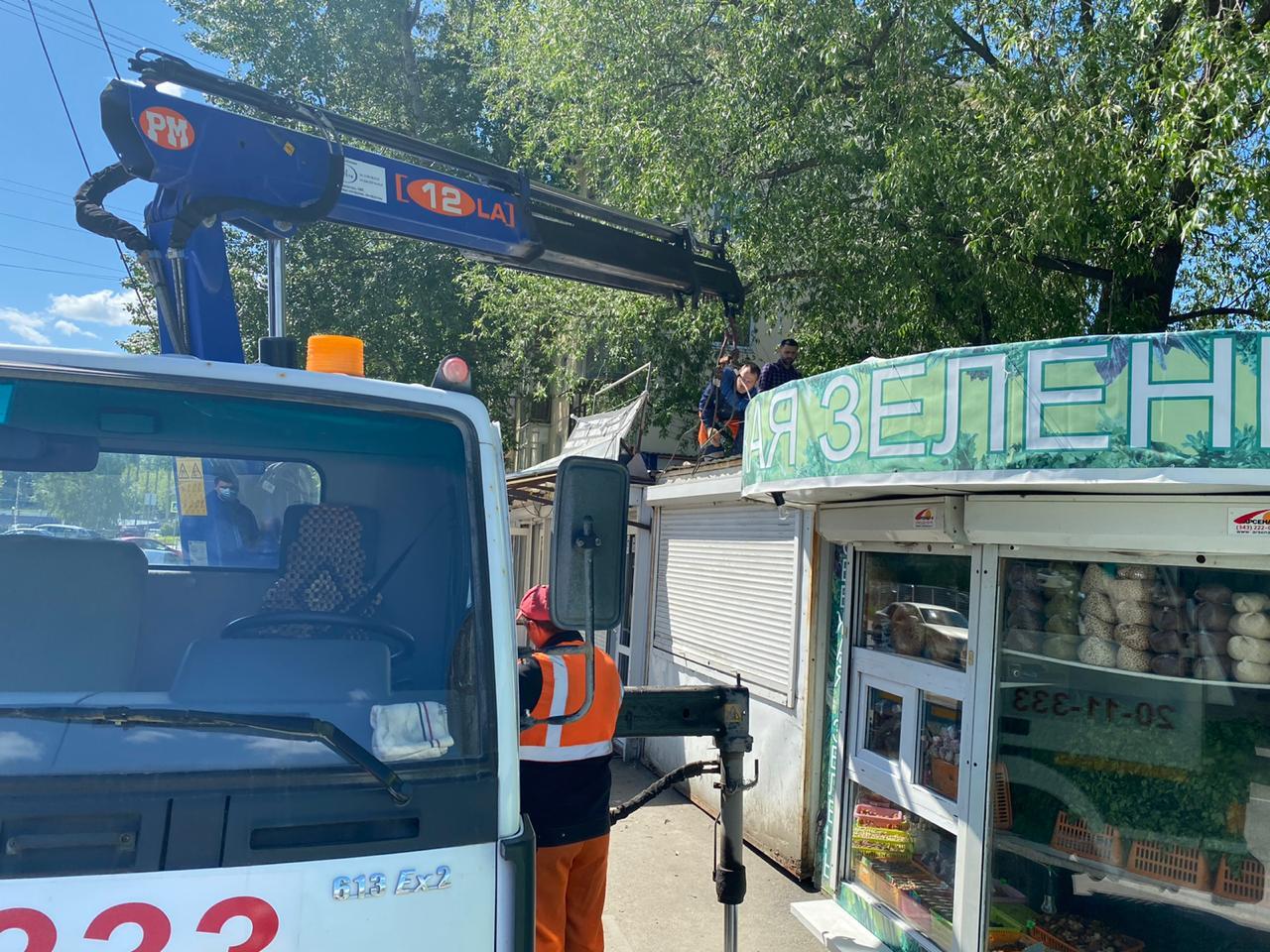 В Екатеринбурге снова начали демонтировать незаконные киоски