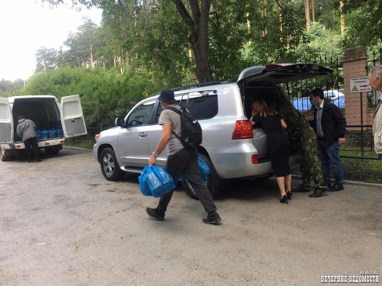 Екатеринбургских врачей продолжают благодарить за спасенные жизни