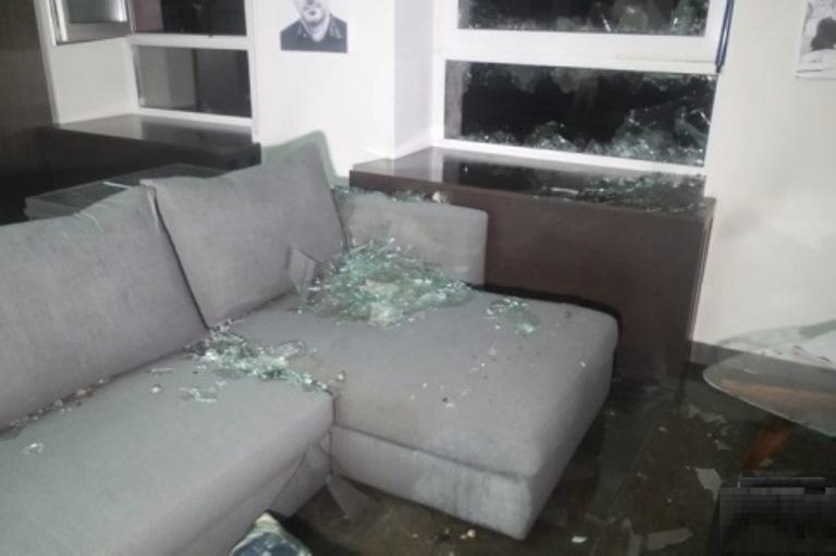 В Екатеринбурге фонтан горячей воды выбил окна в квартирах многоэтажного жилого дома
