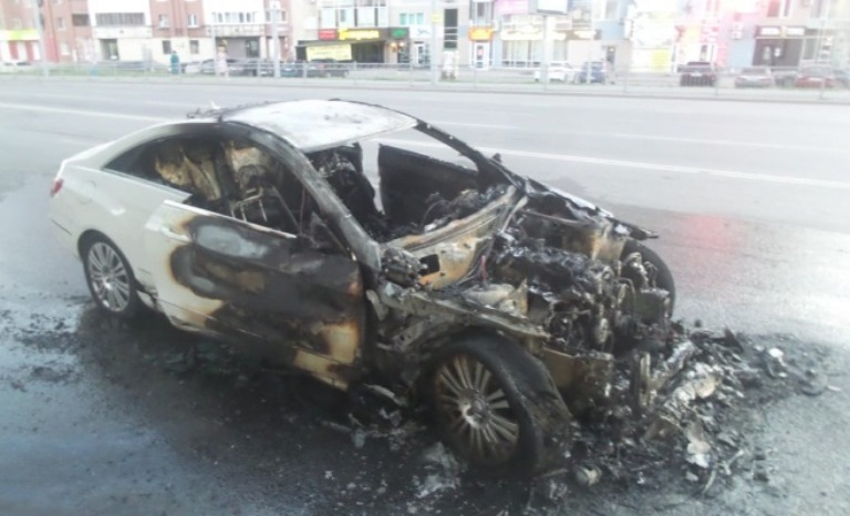 В Екатеринбурге при столкновении с Mercedes погиб 36-летний мотоциклист